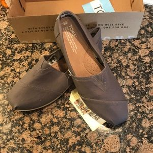 New In Box Ash Grey Classic Toms